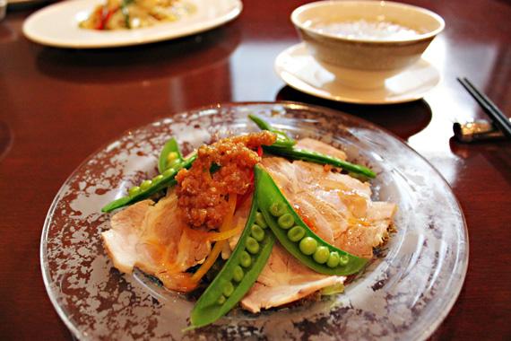 ハーブ豚肉のオニオンガーリックソース