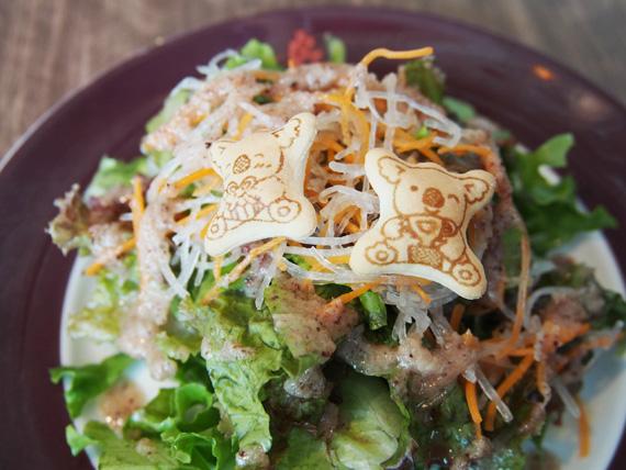 コアラのマーチ付きプチサラダ